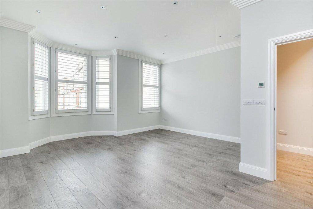 Modernly Beautiful, this Brand New 3 Bedroom Flat is available to view now!!! ONLY £2800pm