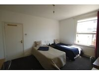 MASSIVE TWIN ROOM WITH PRIVATE TERRACE IN CAMDEN!!