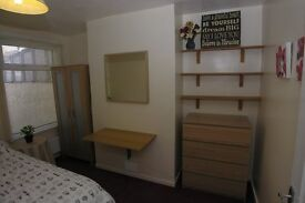 Nice single room in shared house, close to local amenities and the new Lidl