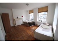 LOVELY LARGE TWIN ROOM TO RENT IN ARCHWAY AREA WITH MOMENTS WALKING TO THE TUBE STATION. 4B