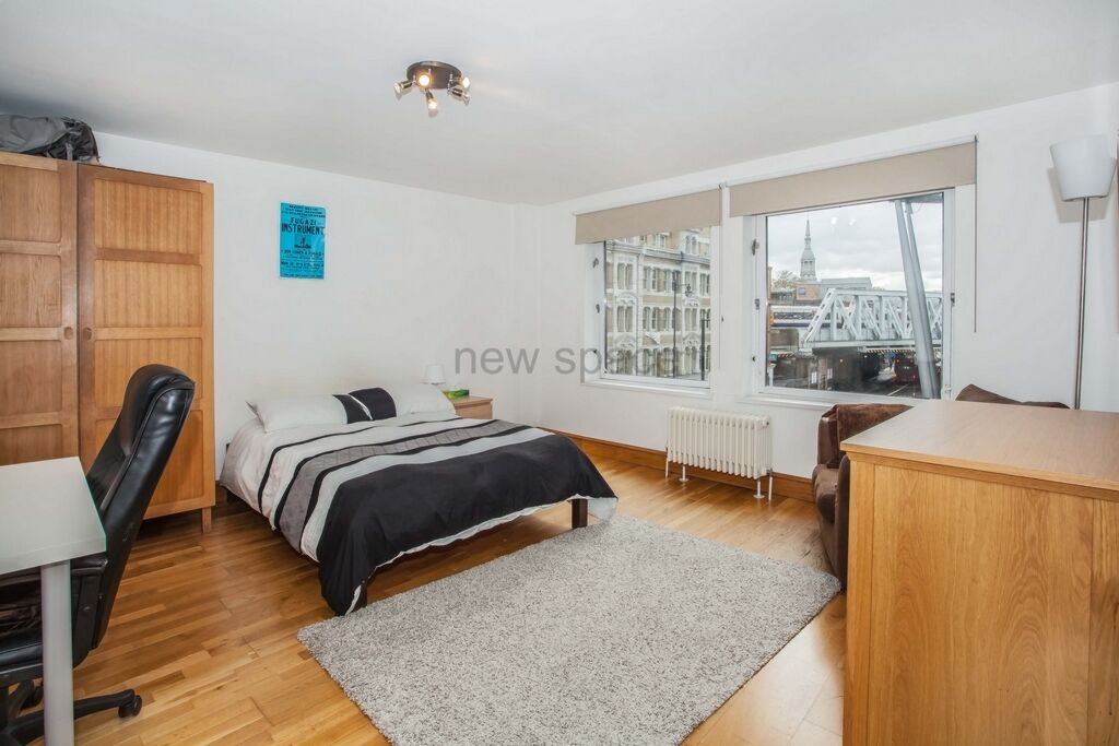 2 bedroom flat in Glassworks, Basing Place, London, E2