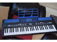 61 FULL SIZE KEYS RECORD AND PLAY/MUSIC HOLDER/POWER ADAPTER CAN BE SEEN WORKING