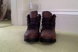 New Women's Berghaus Hillwalker II Goretex Boots: UK size 7