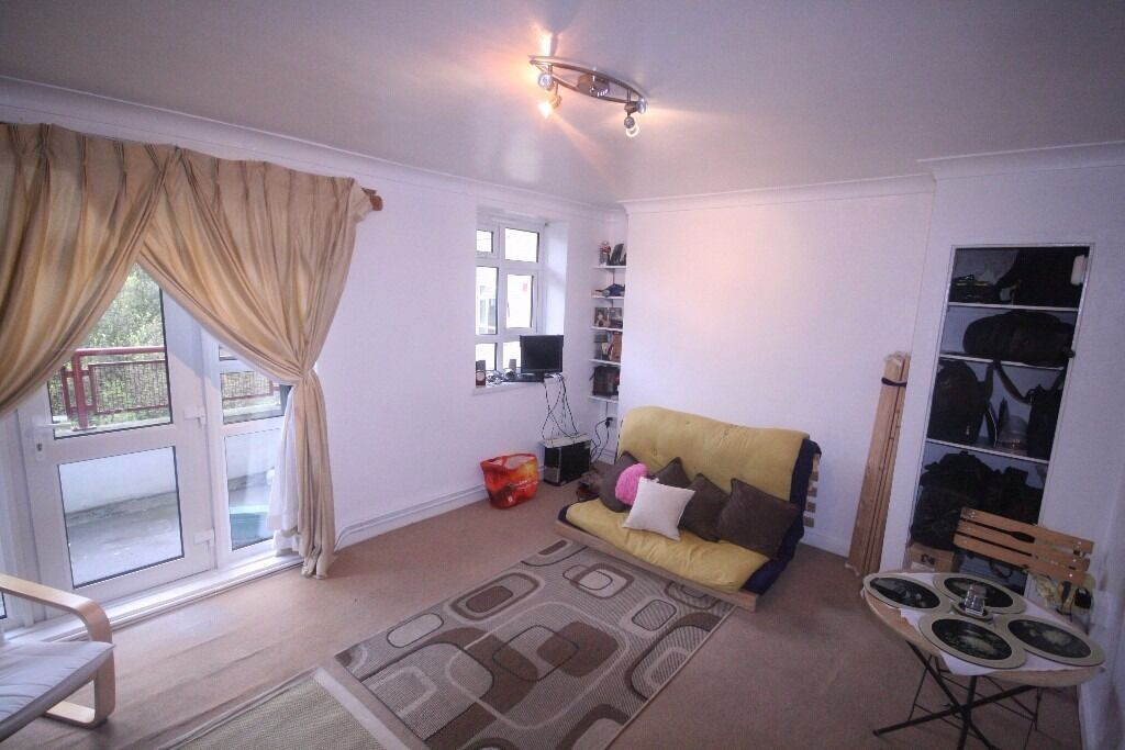 Huge 2 bedroom flat with Garden!!!