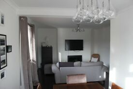 Professionals only. Lovely 3Bedroom Buckhurst Hill Flat. 4min walk to the station.