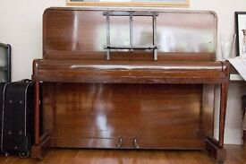 Piano Neat and compact in excellent condition
