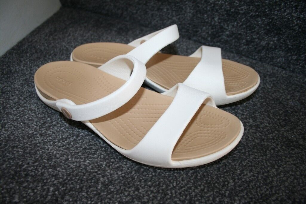 8e4571c2c182 Crocs Cleo V Oyster (white   brown) ladies sandals summer slippers w8 uk 6  CAN POST