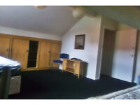 ***Brilliant 3 bedroom flat*** FULLY FURNISHED AVAILABLE NOW! ON NORMANTON RD!
