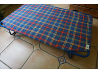 Camp bed, child size (105 x 65 cm), plaid pattern, in good condition