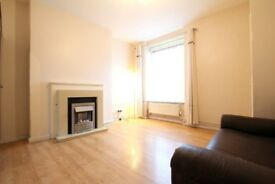 Amazing 3 Bedroom Flat on the Ground Floor Available Now, Only 2 Min Walk to Poplar Dlr Stn