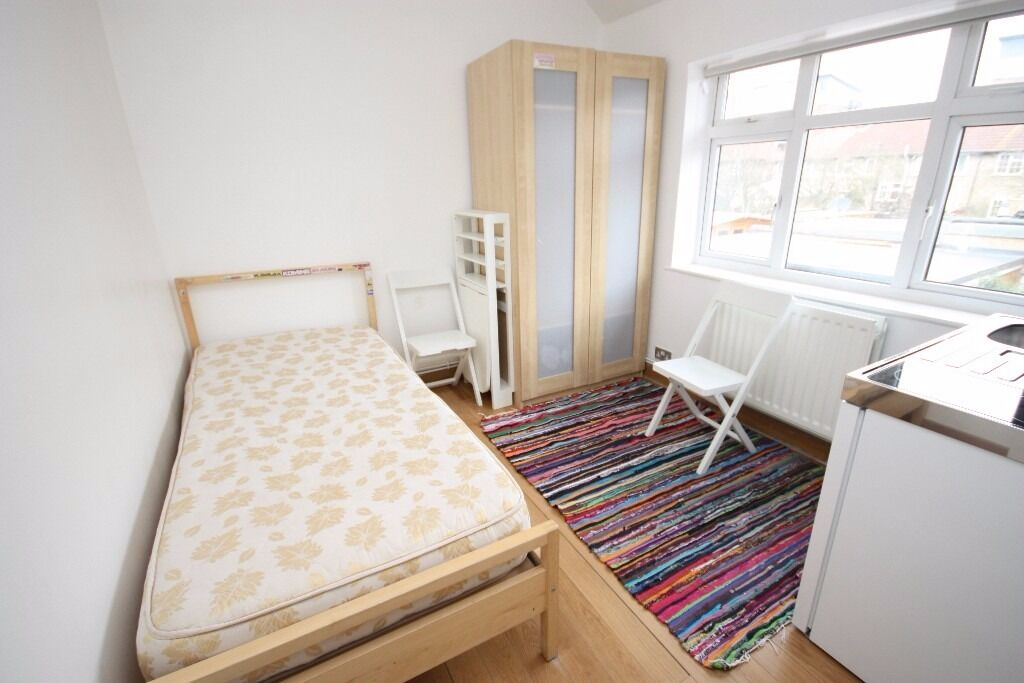 Including bills! A brand new studio flat located close to Westfields/ Zone 2 Central Line