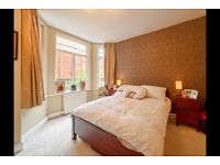 AMAZING THREE BEDROOM FLAT 2 MINUTES AWAY FROM TUBE STATION!! CALL NOW PATRICIA ON 02084594555!!