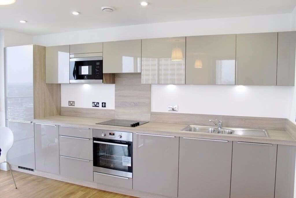 STUDENTS CLICK HERE-4 BED 2 BATHROOM SET OVER 2 FLOORS WITH A GARDEN-FURNISHED-SE17