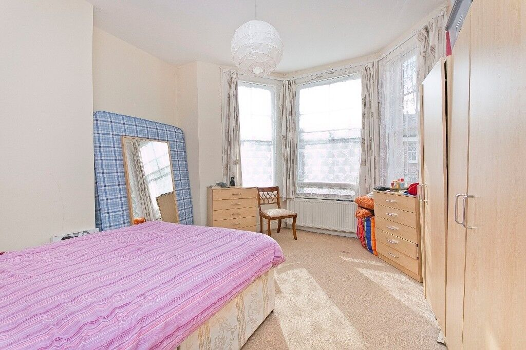 3 bedroom flat to let for only £555 per week minutes walk from Camden town station