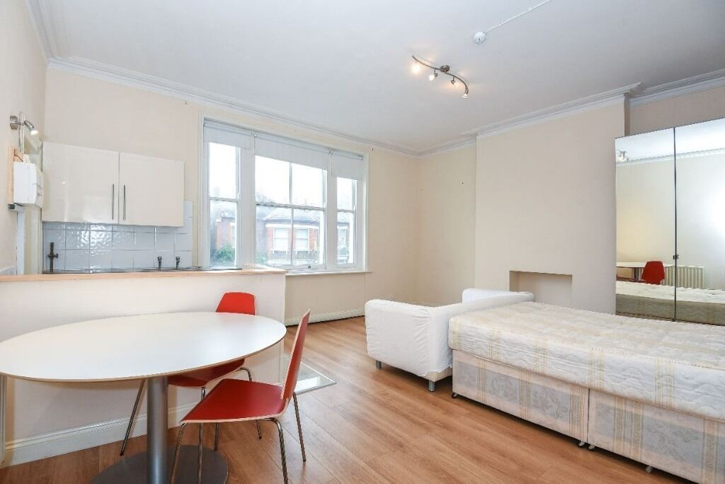 HUGE studio apartment in the heart of West Hampstead