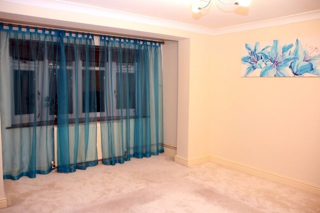 pacious splendid semi detached newly refurbished fully furnished 3 bedroom house in Romford.