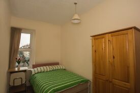 Sweet Double in a spacious 5 bedrooms house