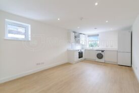 Luxurious 2 bedroom flat in South Norwood. Furnished or Part-Furnished. VIRTUAL VIEWINGS AVAILABLE