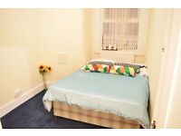 Double room in lovely house in Tooting Bec.Available now.