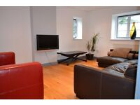 Beautifully presented two bedroom/two bathroom apartment - 5 minutes walk to Osterley tube station