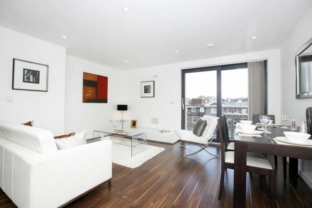 @ STUNNING DESIGNER TWO BED TWO BATHROOM APARTMENT - GYM/CONCIERGE/PARKING - MUST VIEW!!