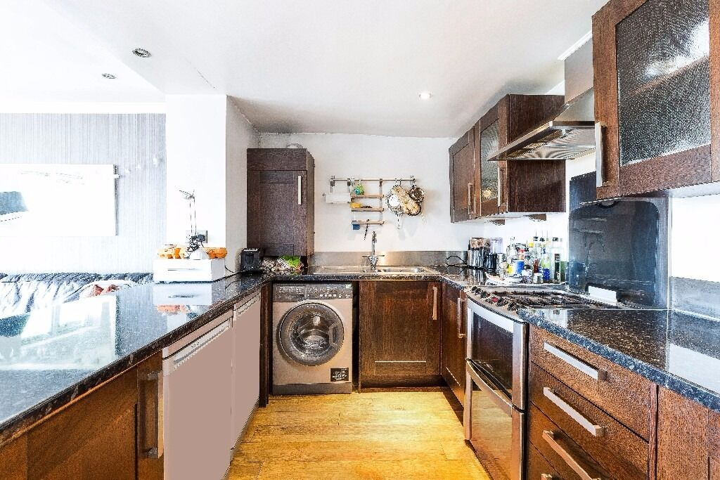 2 bed, 1 bath, stunning, modern, terrace, first floor, parking space included, furnished, Available!