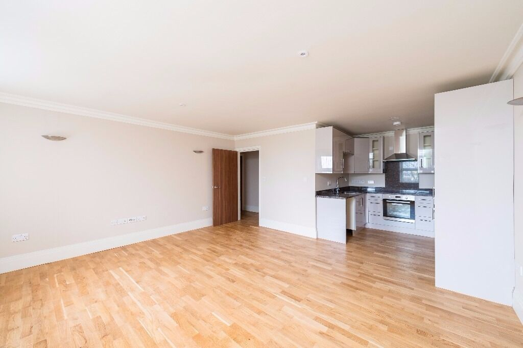 Brand new fully furnished flat to let on Northfield Avenue