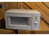 Samsung, 800W microwave. Colour White.