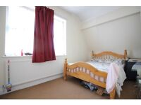 PROPRIETATE DE A INCHIRIA- SPACIOUS DUPLEX ONE DOUBLE BEDROOM APARTMENT IN HOUNSLOW NEAR STATION