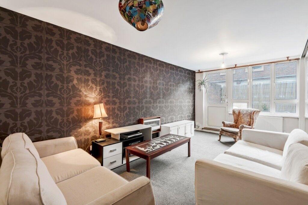 A wonderful four double bedroom split level flat in a ...