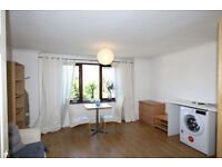 AMAZING OPPORTUNITY IN ISLAND GARDENS - 2BEDROOMS FLAT