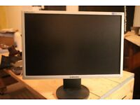 Samsung 22inch LCD Monitor 2243BW with adjustable height / rotating / 90 degree stand