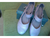 Pink / Nude leather shoes. Brand new, never worn. Size 8 / 42