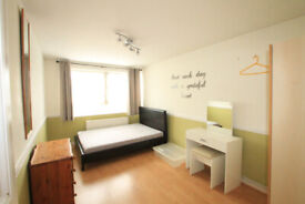 Split level 2 bedroom flat with an extra 2 study room and a living room in Islington