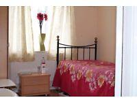 Double bedroom available in 3 bedroom house in Poplar (near poplar crisps street market