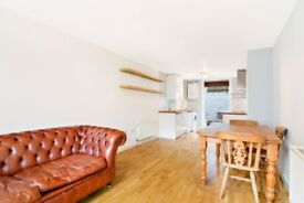 One bedroom mews flat with a patio garden in Dalston