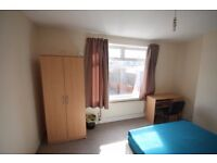 Two Double Bedrooms Available in 5 Bedroom Houseshare