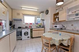 Perfect 3/4 bedroom flat to rent in Camden perfect for 4 sharers! Eat in kitchen! £680pw SEPTEMBER!