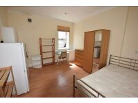 Well presented all bills inclusive bedsit (double room), furnished,10 min walk from Tooting Broadway
