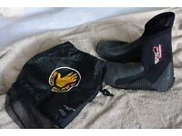 Body Glove diving boots size 7 UK and bag