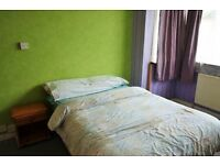 Awesome Double Room: Fibre optic broadband, Large garden, Greats house mates & All Bills Included