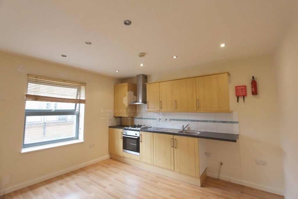 Stunning 2 Bedroom Modern Apartment Minutes From Station... CALL ME NOW!