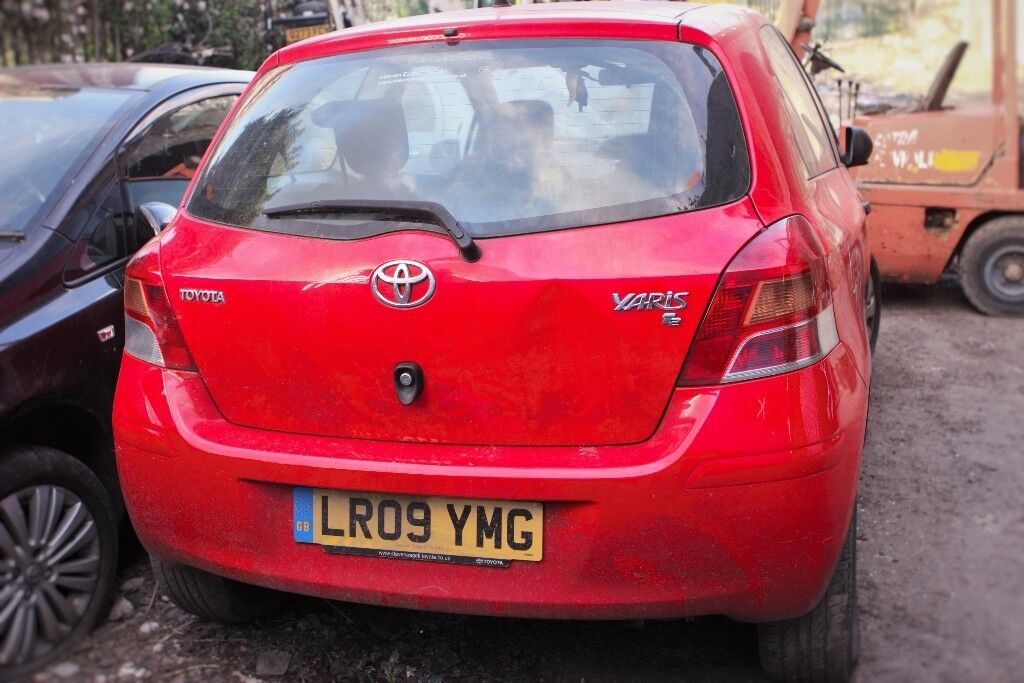 Toyota Yaris, Red colour, 3 doors, 2009 year,