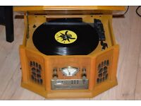 F-900 RECORD PLAYER/RADIO BUILT IN SPEAKERS CAN BE SEEN WORKING