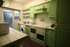 *LARGE 4 BEDROOM HOUSE* Farrance Rd, Romford, RM6