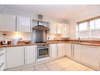 A well presented two bedroom town house to rent in Kingston. Shannon House.