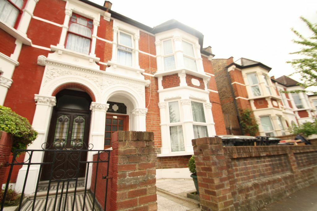 Furnished Spacious 1 Bedroom Flat Close To Turnpike Lane Piccadilly Line Tube & Hornsey British Rail