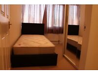 2 Single Rooms available for rent in Roehampton South West London straight bus to South kensington