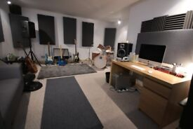 MASSIVE 290 sqft Sound Proofed Studio PERFECT For Production/Writing - South Wimbledon