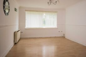 Stunning 2 bedroom ground floor flat. DSS AND STUDENTS WELCOME
